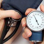 Gli effetti della pressione sanguigna alta sul corpo (e sull'erezione)